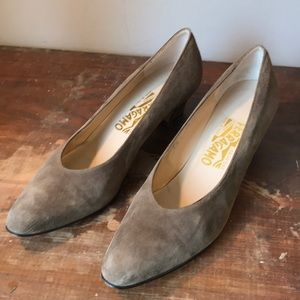 beautiful vtg Ferragamo suede low heels 10AAAA
